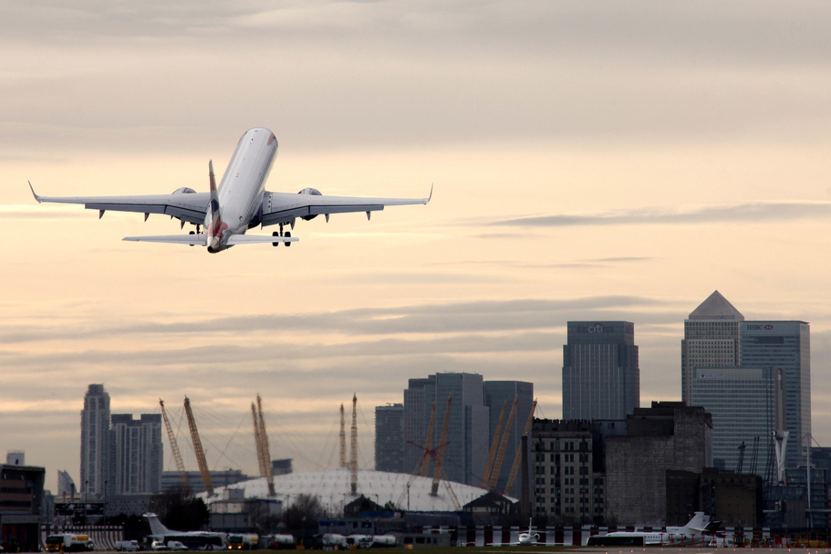 BA E190 taking off from LCY