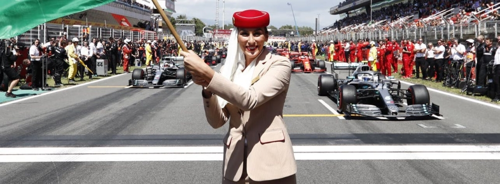 formula-one-crew-with-flag-w1920x480