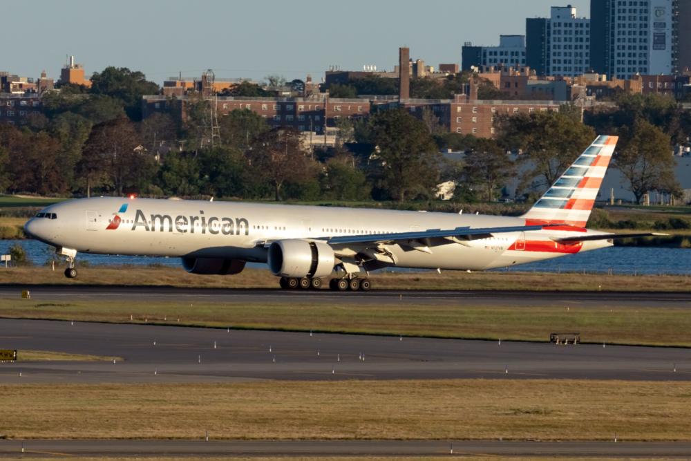American Airlines Boeing 777-323(ER) N727AN