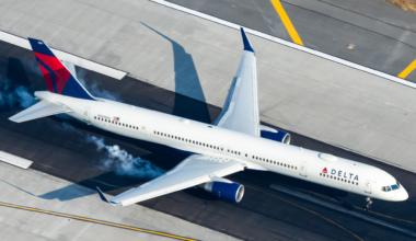 Delta Air Lines Boeing 757-351 N589NW