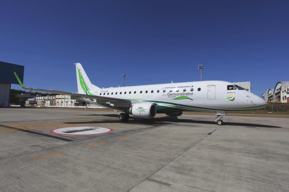 Embraer E170 Boeing ecoDemonstrator