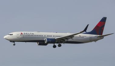 A Delta Air Lines Boeing 737 passenger jet aircraft landing