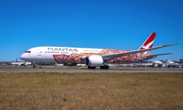 Brisbane Storm Pushes Qantas Boeing 787 Around Like A Toy Plane