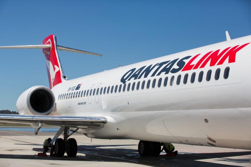 Qantas-A220-e-jets-examination