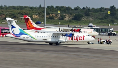 TruJet_VT-TMP_at_Hyderabad,_Sep_2015