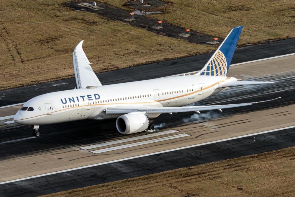 United B787-8